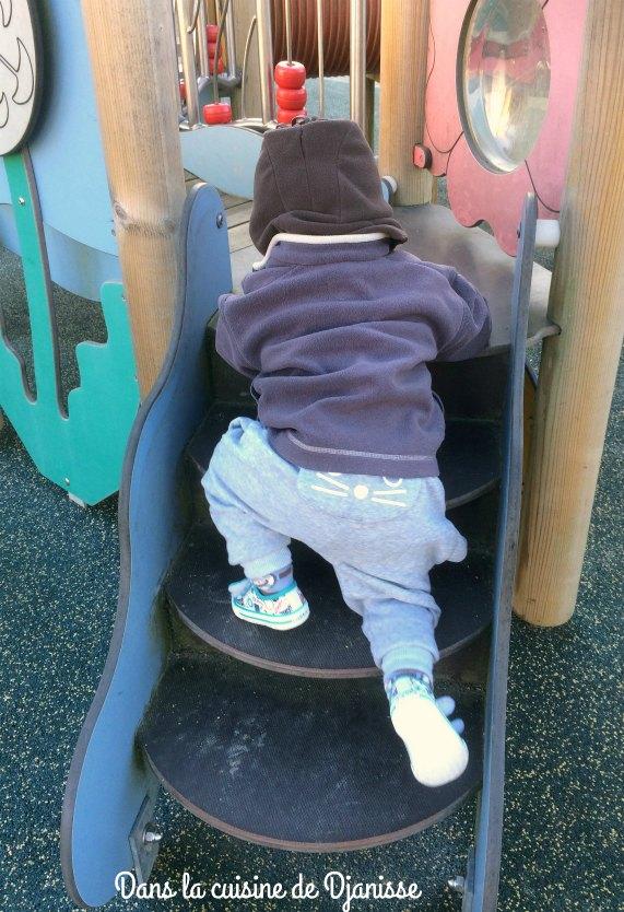 Apprendre à monter les marches